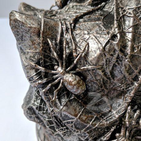 Daedric Prince Mephala Statue (The Elder Scrolls Online – Summerset) [detail – base, spider]